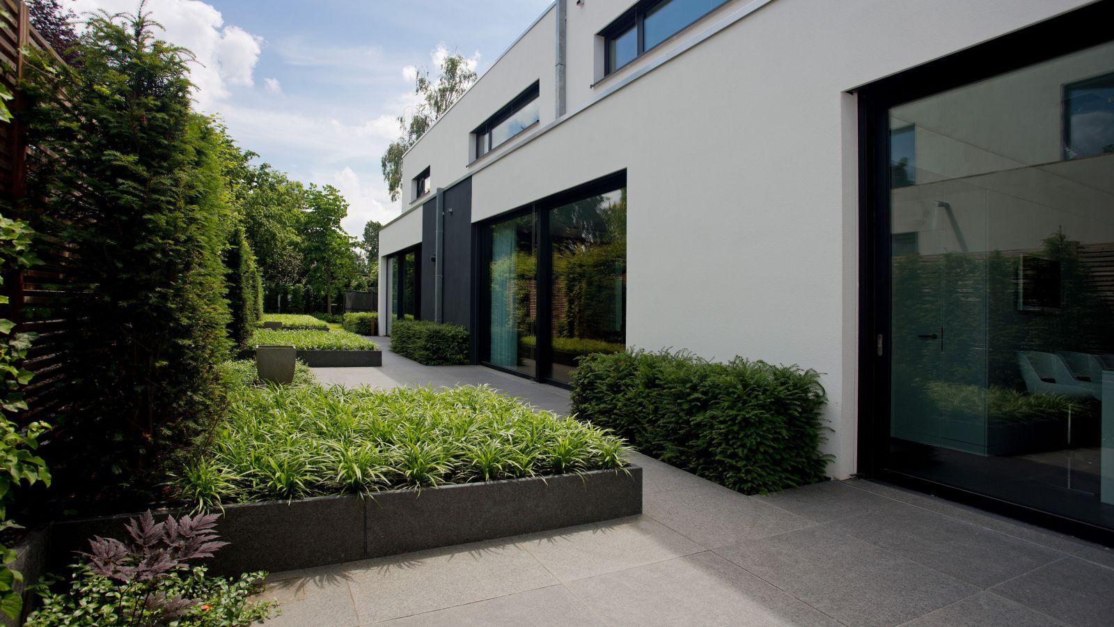 5.4 Starke Kontraste, kompromisslose Gradlinigkeit - Poolgarten in Düsseldorf