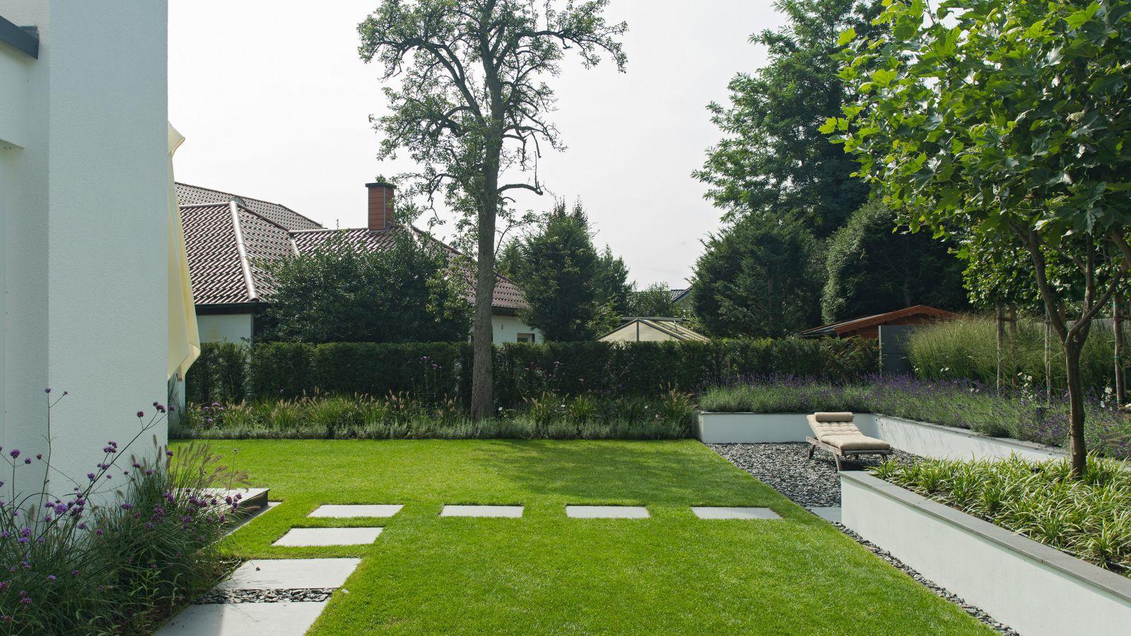 1.3 Hell, gradlinig, mit überraschenden Sichtlinien - Designgarten in Bocholt