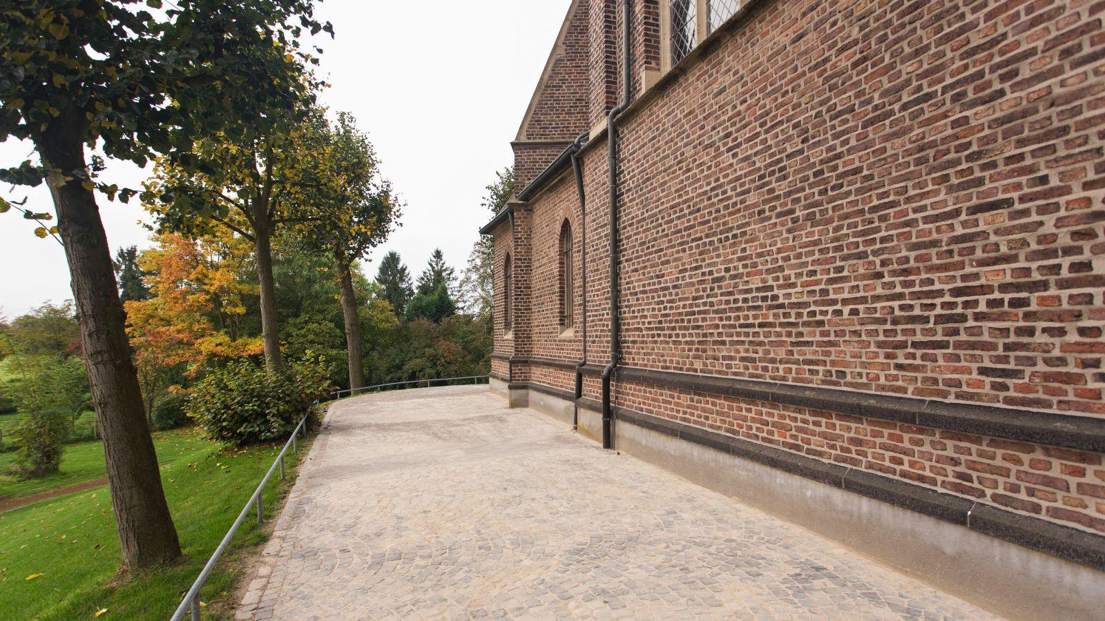 4.202 Fachliche Meisterleistung - Pflasterarbeiten St. Peter und Paul in Werth