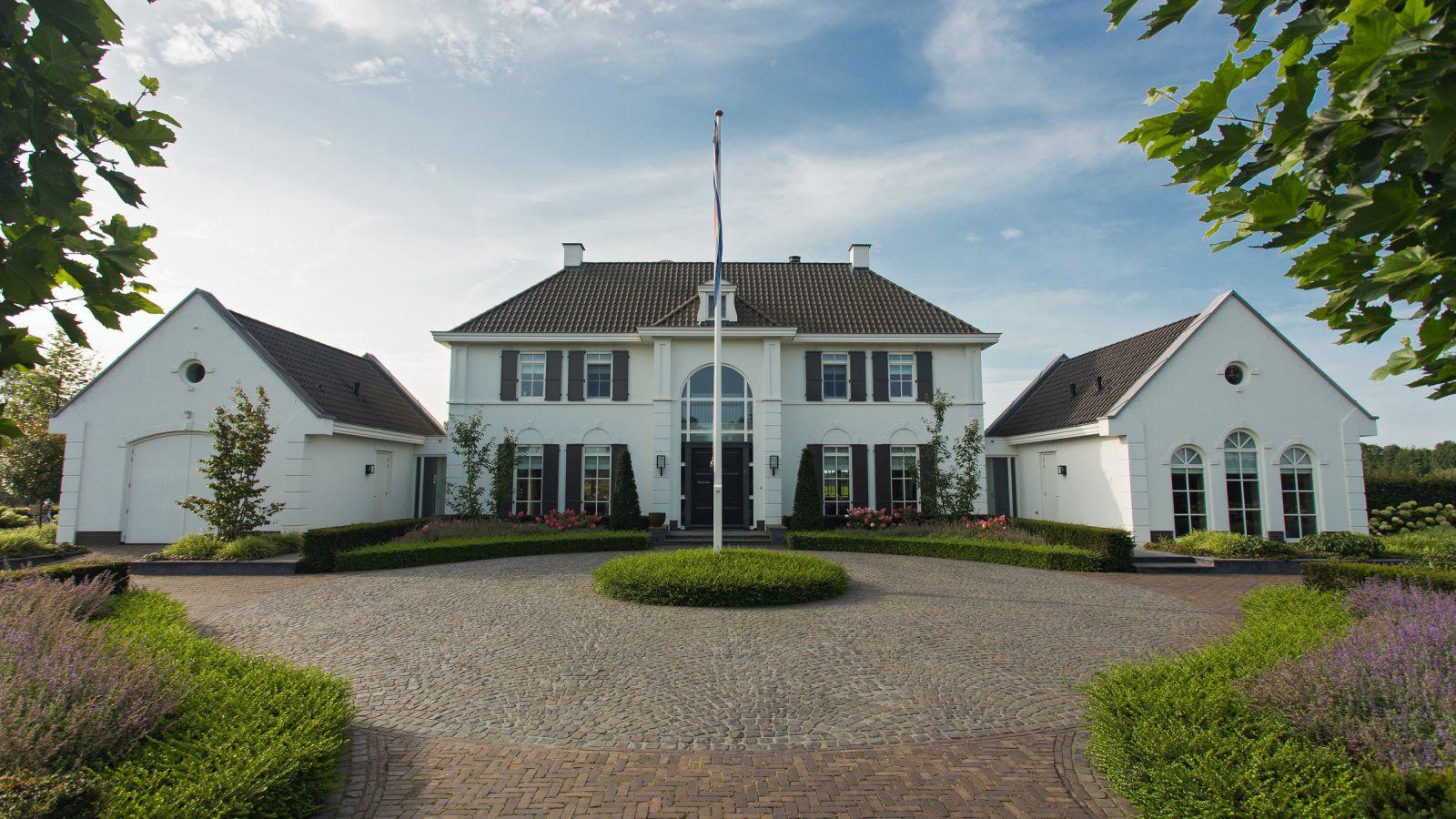 2.4 Großzügige Poolanlage in Villengarten in Doetinchem (NL)