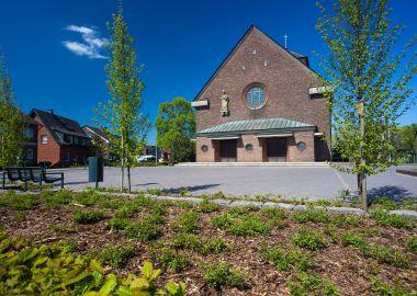 4.201 Pflasterungen und Bepflanzung rund um die St. Ludgeruskirche in Spork