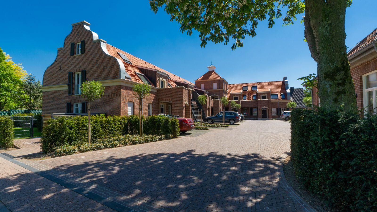 3.4 Pflasterarbeiten und Bepflanzung rund um historische Wohnungen in Spork