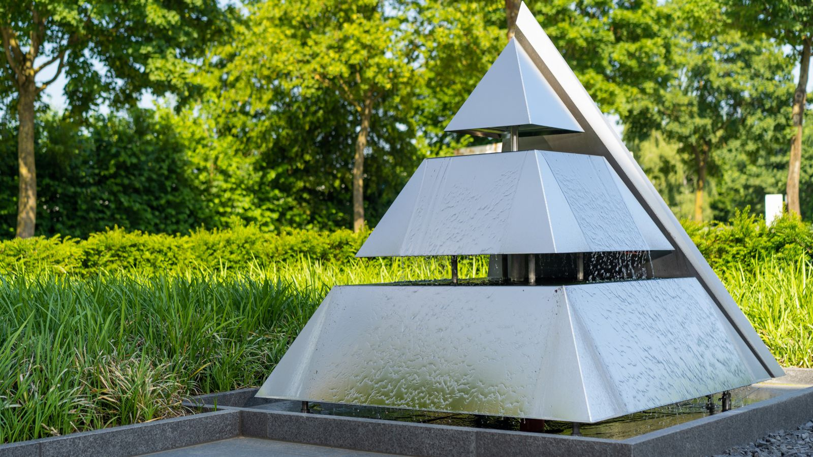 3.5 Moderner Firmengarten mit außergewöhnlichem Wasserspiel in Bocholt