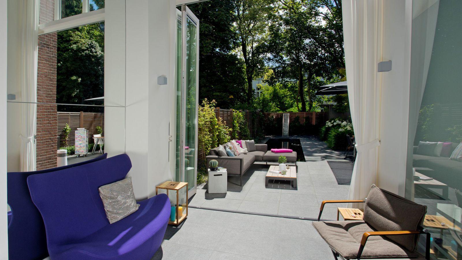 1.17 Klein aber fein - moderner Stadtgarten verbindet draußen und drinnen in Den Haag (NL)